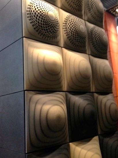 Les dômes acoustiques usinés dans les panneaux en fibre de bois Vachromat